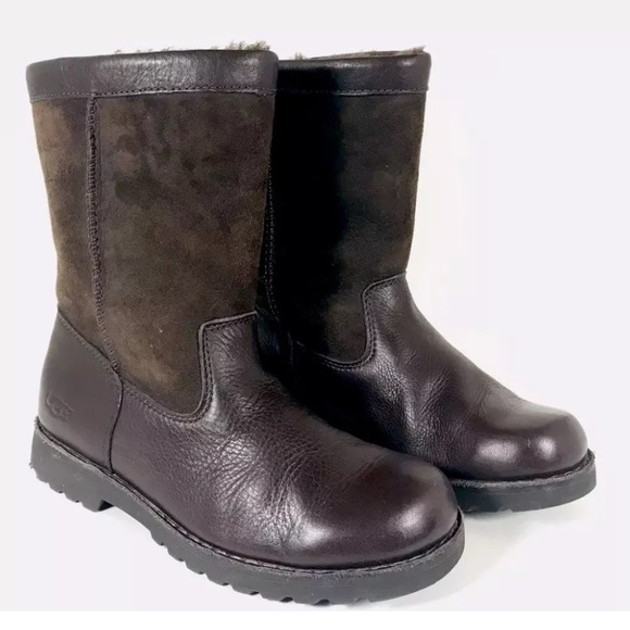 465d9598bbf UGG riverton short ankle boots style #3296 🦋